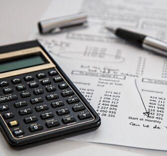 calculator-pen-budget